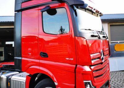 mercedes ciężarowy z spoilerem