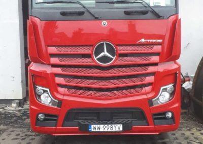 ciężarówka mercedes z spoilerem