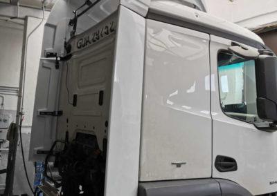ciężarówka z spoilerem